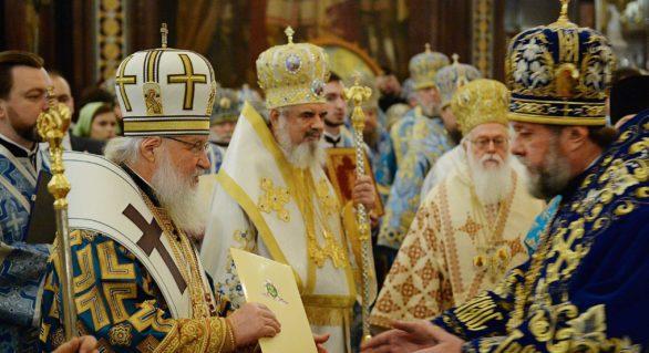 Mitropolitul Vladimir, decorat de Patriarhul Kirill cu dreptul de a purta a doua panaghie