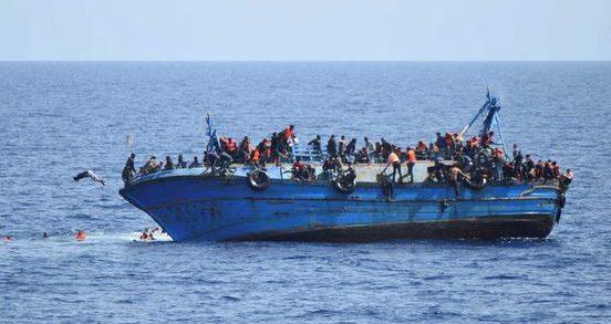 """Amnesty: Guvernele UE sunt cu bună știință """"complice"""" la abuzurile asupra imigranţilor în Libia"""