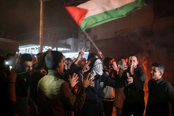 (VIDEO) Proteste violente în Cisiordania şi Fâşia Gaza după decizia lui Donald Trump privind Ierusalimul, în timp ce Hamas a lansat un apel la organizarea unei noi Intifada