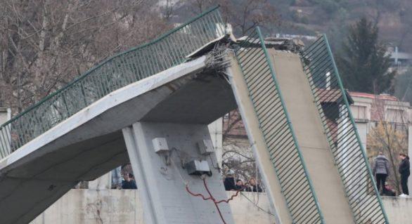 (VIDEO) Pod prăbușit la periferia orașului Praga! Mai multe persoane au căzut în râul Vltava