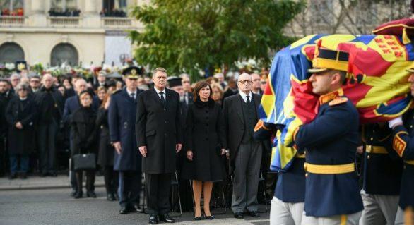 Zeci de mii de oameni și-au luat rămas bun de la Regele Mihai; Klaus Iohannis, impresionat