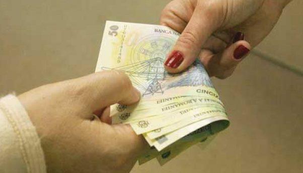 Primea bani din ajutoare materiale;  Angajată a Asociației invalizilor, pe mâna CNA