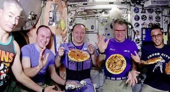 (VIDEO) Ce s-a întâmplat când astronauții au vrut să prepare o pizza pe Stația Spațială