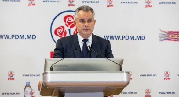 """""""Atotputernic"""" în Moldova, dar… """"intimidat"""" în Rusia. Cum comentează PD dosarul penal pentru omor pe numele lui Plahotniuc"""