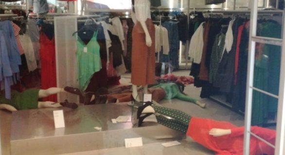 (FOTO și VIDEO) Dreptate pe cont propriu: Mai multe magazine H&M din Africa de Sud au fost distruse de localnici