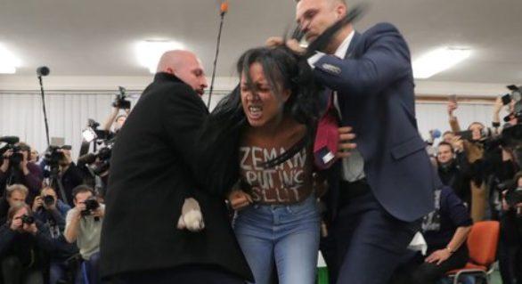 (VIDEO) Alegeri în Cehia: O tânără la bustul gol l-a interpelat pe preşedintele Zeman, numindu-l târfa lui Putin