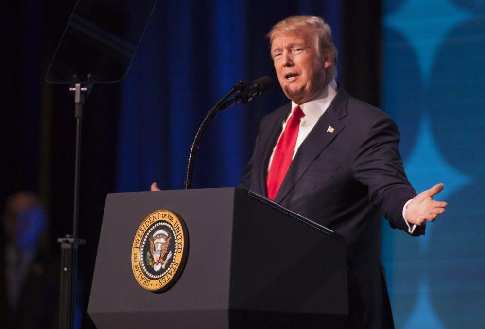 """Trump neagă că ar fi folosit expresia """"shithole countries"""", care a provocat vii reacții de protest în SUA și în lume"""