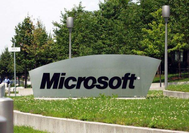 Microsoft ar putea pierde miliarde de dolari dacă îşi reduce vânzările în Rusia