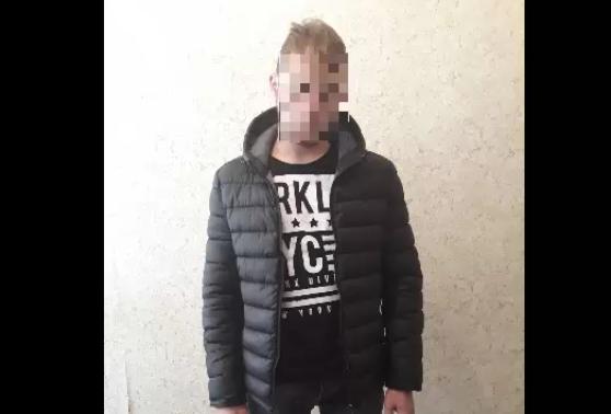 (VIDEO) A mers în vizită la o prietenă, i-a furat mașina, după care a produs un accident