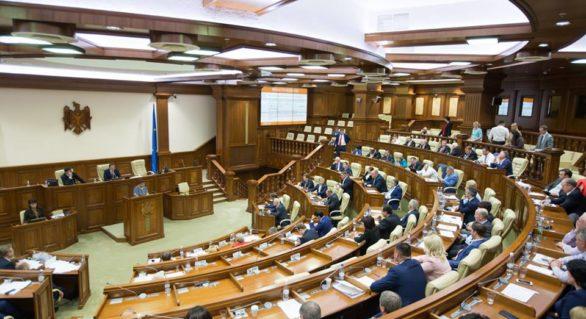 Deputații Iurie Țap și Elena Bodnarenco, campioni la capitolul întrebărilor adresate Guvernului în 2017