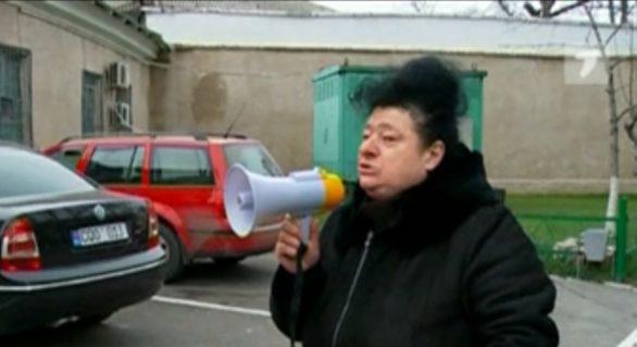 Protest în fața Penitenciarului nr. 13. Șeful instituției, acuzat de privarea de drepturi a deținutului David Davitean