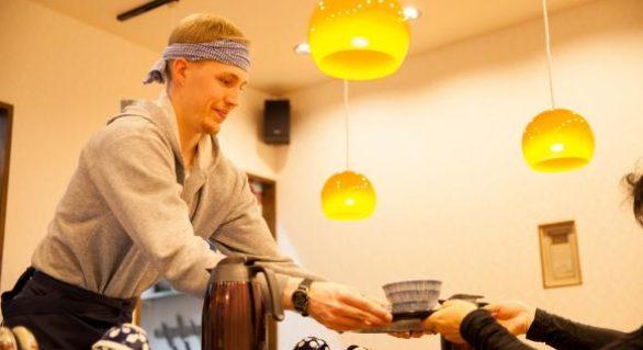 Restaurantul în care poți să lucrezi 50 de minute ca să-ți plătești consumația