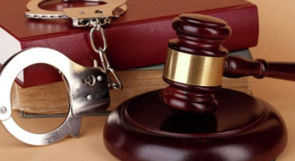 Trei poliţişti riscă ani grei de închisoare pentru tentativa de a muşamaliza un dosar de fals în acte