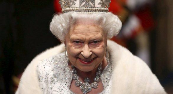 (FOTO) Regina Angliei, la un pas să fie ucisă de un tânăr de 17 ani cu probleme psihice