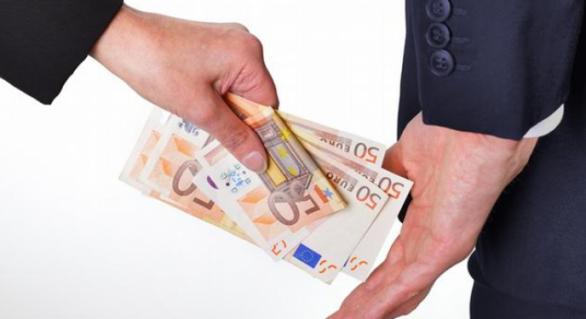 Un proiectant a cerut 15.000 de euro mită pentru cumpărarea unui teren din capitală
