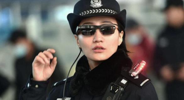 Nu e Matrix, e realitate! Poliţia chineză poartă ochelari cu recunoaştere facială