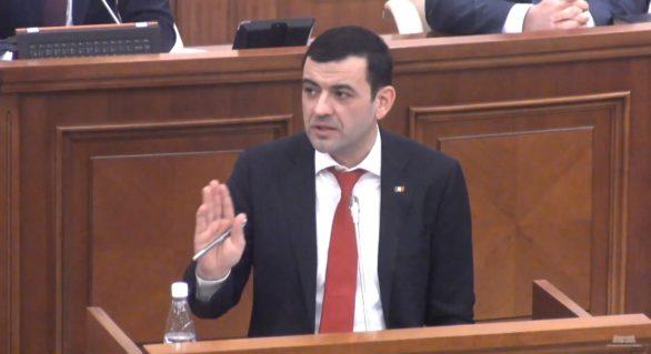 Chiril Gaburici, discurs emotiv în Parlament, pe marginea diplomei de BAC: Nimeni în lumea asta n-o să-mi poată lua cunoștințele. Bani, poziții, scaune, puteți să-mi luați