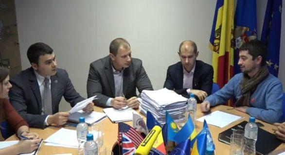 """(DOC) Cel de-al doilea grup de inițiativă pentru organizarea referendumului """"nu-mixt"""" a depus actele la CEC"""