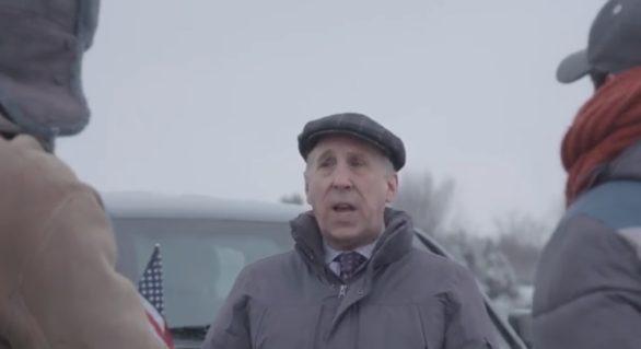 """(VIDEO) James Pettit pe post de """"mediator"""" într-o veșnică confruntare a moldovenilor. """"Mulți cred că e bine acolo unde noi nu suntem. De ce să nu facem bine acolo unde suntem noi?!"""""""