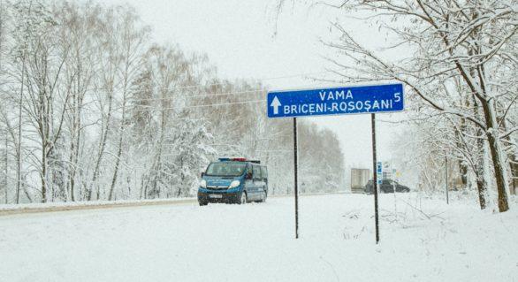 Noi indicatoare rutiere instalate pe traseele ce duc spre punctele de trecere Briceni și Larga