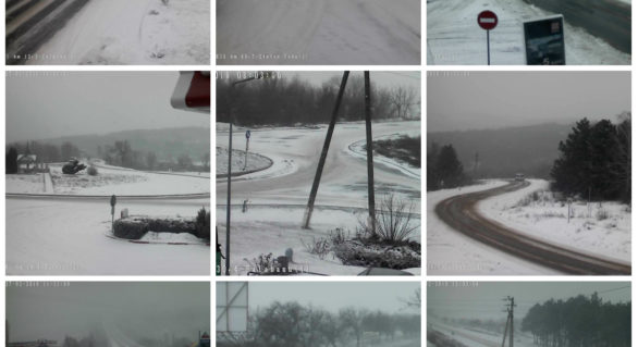 Situația pe drumurile din țară ca urmare a ninsorilor. Camioanele grele, stopate pe acostamente pentru a efectua lucrările de deszăpezire