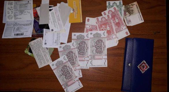 Hoț de buzunare, reținut în flagrant delict după ce a sustras portmoneul din geanta unei tinere într-un maxi-taxi de pe ruta 192