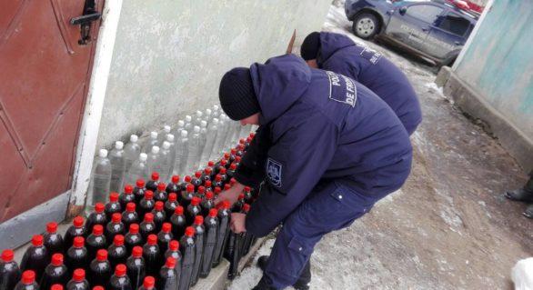 Peste 250 de litri de alcool și 2.5 tone de prune uscate, ridicate la frontieră