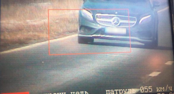 Șoferul unui Mercedes surprins de radar cu 224 de km/h