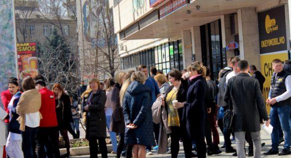 (VIDEO) Zeci de oameni, evacuați azi dintr-un mall din capitală după declanșarea sistemului antiincendiar