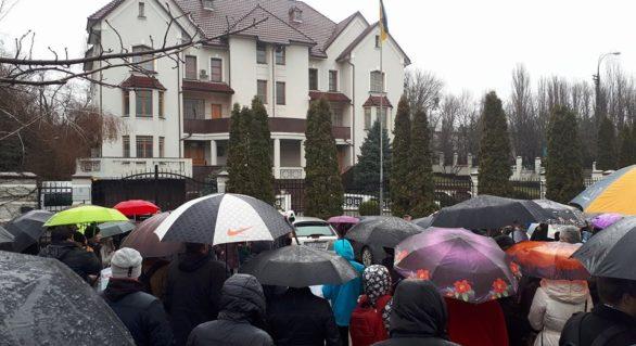 Protest la Ambasada Ucrainei la Chișinău împotriva construcției hidrocentralelor ucrainene pe Nistru