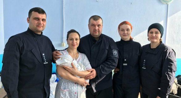 Un polițist din Ocnița a primit nașterea soției! Copilul n-a mai așteptat venirea ambulanței