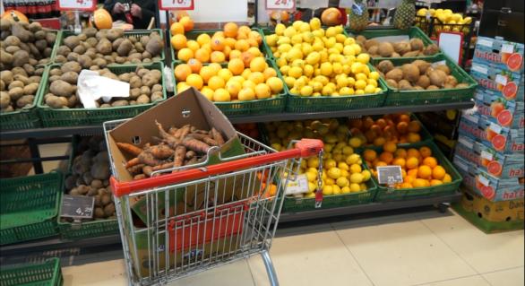 Peste două tone de fructe și legume, retrase din comerț de angajații ANSA. Ce încălcări au fost depistate în urma controalelor