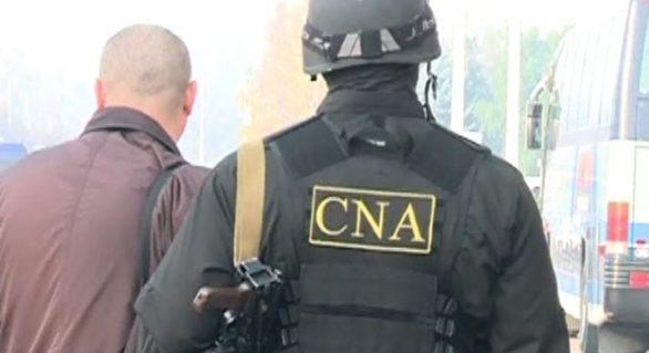 Schemă frauduloasă de deposedare de imobile, destructurată de CNA la Cahul. Două persoane, între care un registrator, au fost reținute