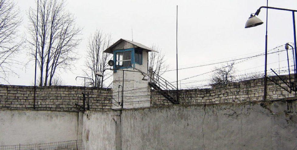 Doi deținuți ai Penitenciarului Brănești au evadat în weekend. Unul dintre ei a fost reținut, iar celălalt – anunțat în căutare