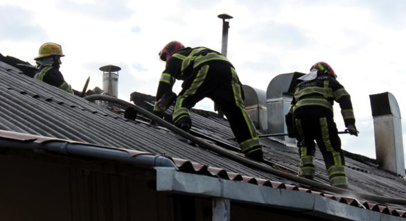 (FOTO, VIDEO) Pompierii alertați de urgență la lichidarea flăcărilor izbucnite într-o secție de producere a mezelurilor din Trușeni
