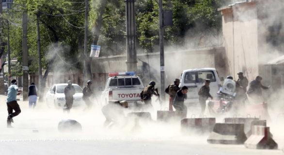 Dublu atentat la Kabul. Cel puțin 21 de oameni au murit, printre care și un fotograf AFP