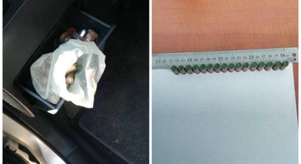 Un moldovean a pornit în Ucraina cu 16 cartușe în torpedoul mașinii împrumutate de la un prieten. Acum este cercetat penal