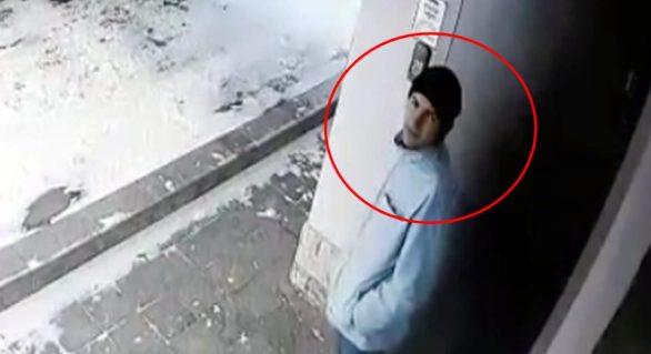 (VIDEO) Oamenii legii caută un tânăr pentru furtul unei biciclete din scara unui bloc locativ. Dacă l-ai recunoscut, anunță poliția