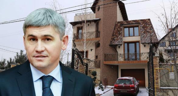 (VIDEO) RISE Moldova: Vila de lux a ministrului de Interne. Scrisă în continuare pe socri, deși recunoaște că trăiește în ea
