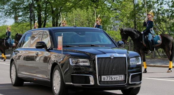 """(VIDEO) Noua limuzină a lui Vladimir Putin, prezentată oficial. Imagini cu """"Bestia rusească"""""""