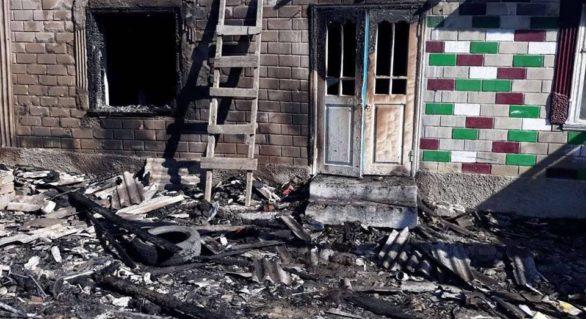 Doi copii din Cahul rămași singuri acasă, salvați de pompieri după ce casa acestora s-a aprins