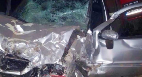 Doi tineri, internați în stare gravă după un accident violent la Vulcănești. Cuplul încerca să fugă de poliție