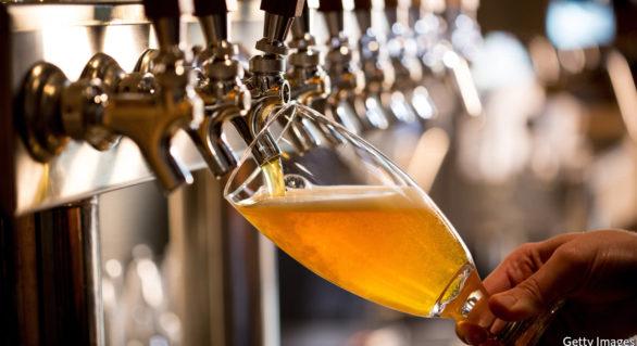 Consumul moderat de bere crește colesterolul bun. Care e numărul maxim de pahare permis