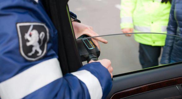 """Atenție, șoferi! INP desfășoară operațiunea """"Umbriș"""". Ce riscă cei cu portierele din față umbrite"""
