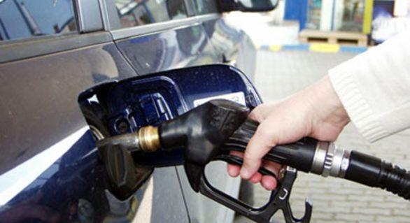 Carburanții se scumpesc cu aproape 70 de bani. Un litru de benzină va depăși prețul de un euro