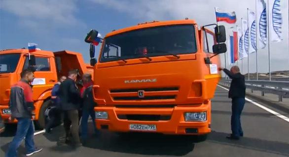 Putin pe Kamaz! A lansat partea rutieră a podului care face legătura dintre Rusia și peninsula Crimeea, anexată în 2014