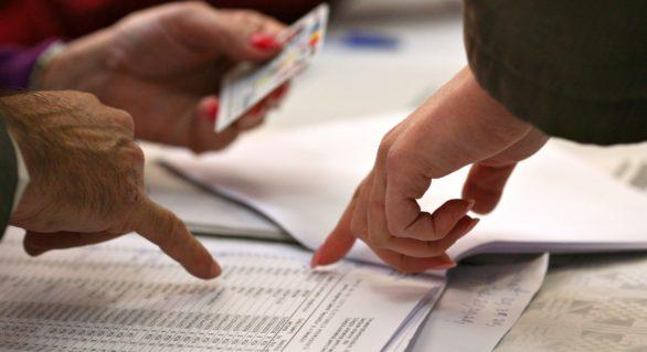 Alegătorii din localitățile în care duminică vor avea loc alegeri locale noi, pot solicita verificarea listelor electorale