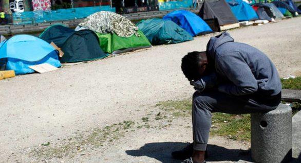 Forțele de ordine franceze au demarat evacuarea celei mai mari tabere de migranți din Paris