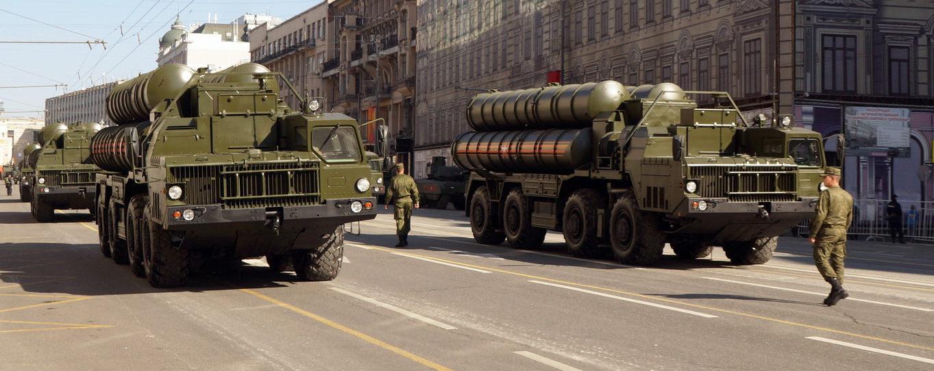 Sistemul antiaerian rus din Crimeea, suplimentat cu rachete S-400 și tunuri Panţîr-S