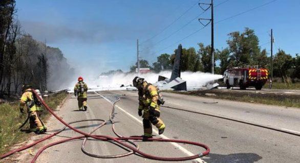 Un avion cargo militar s-a prăbușit în SUA, în ultimul său zbor înainte de a fi scos din uz. Toate persoanele aflate la bord au murit